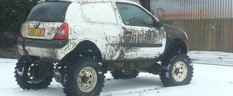 Si-a transformat vechiul CLIO intr-un mini monster truck. Acum nu este obstacol care sa-i stea in cale