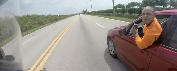 Si americanii au cocalarii lor: un motociclist este agresat si aproape lovit de un sofer nervos