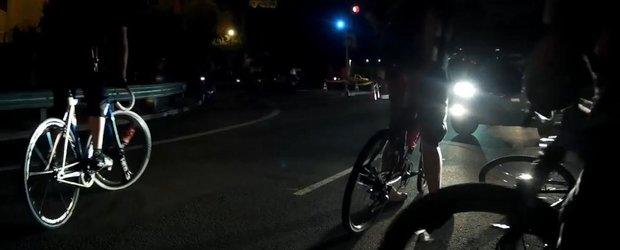 Si noi suntem biciclisti, dar acestia par a fi cei mai retardati biciclisti din lume