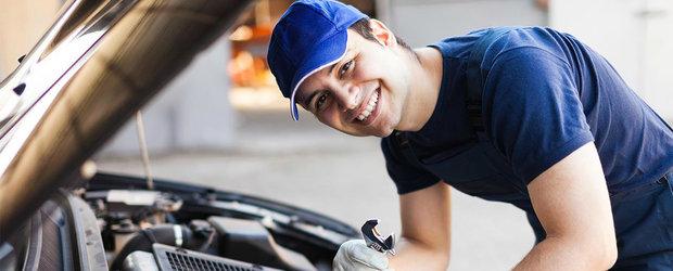 Si tu poti fi mecanic auto. 10 reparatii si operatiuni simple pe care le poti face singur la masina ta