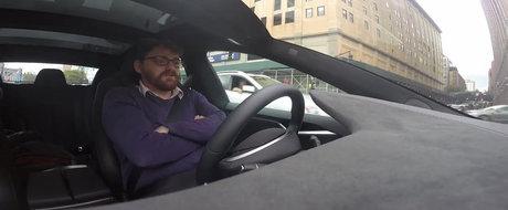 Sistemul Autopilot de la Tesla ii baga in sperieti pe posesorii de masini electrice