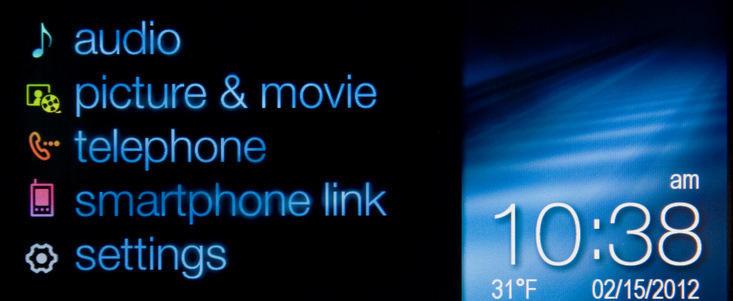 Sistemul Chevrolet MyLink ofera posibilitatea integrarii smartphone-urilor