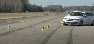 Skoda si Volkswagen pe lista rusinii. Superb iV si Passat GTE au picat testul elanului