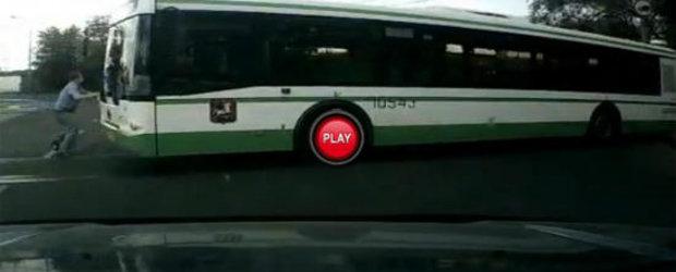 Soferul de autobuz care se crede Superman