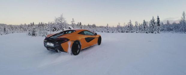 Sport extrem de sezon: cu supercar-ul pe un lac inghetat aproape de Cercul Polar