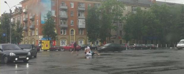Super compilatie video cu batai surprinse in traficul din Rusia