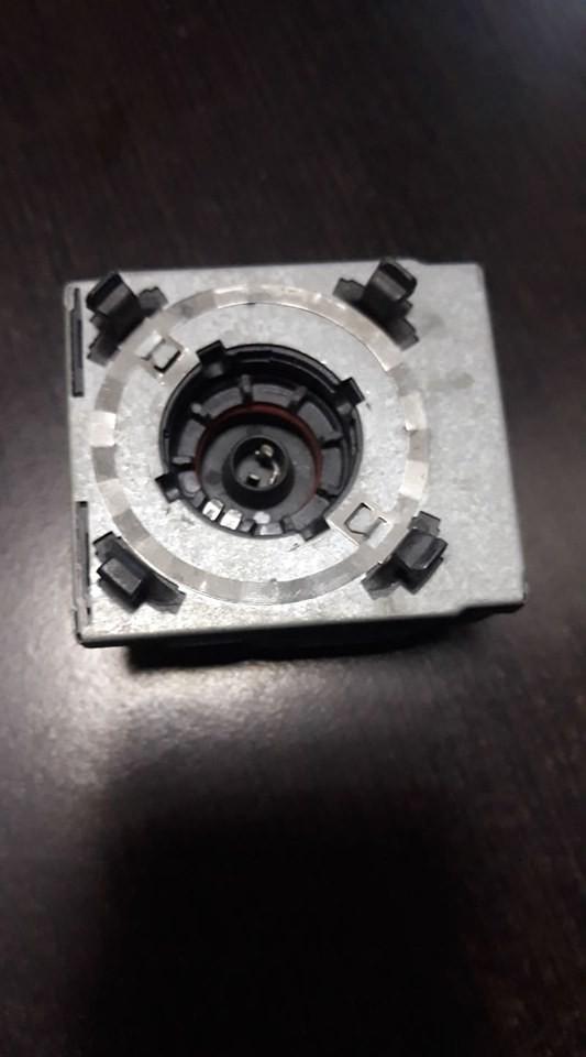 Suport bec/ soclu / igniter Hella 5DD 008 319-50 / 5DD 008 319-50 pentru bec xenon D2S D2R original