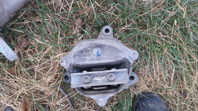 Suport cu tampon cutie viteze AUDI A4 B8 2.0 tdi 2008 2009 2010 2011
