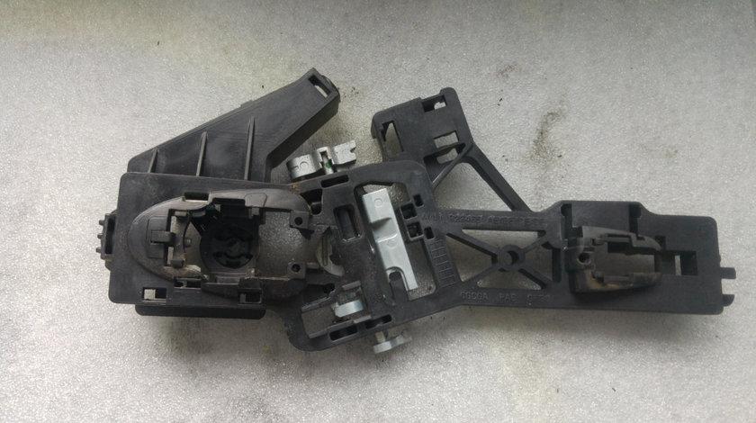 Suport maner usa exterior stanga fata ford b-max av11r22465