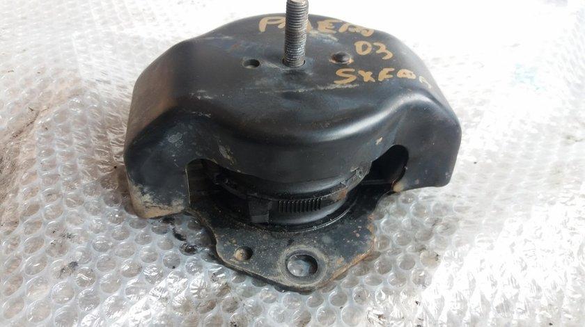 Suport motor stanga fata mitsubishi pajero 3 2.5 tdi 4d56 2003 mr554183