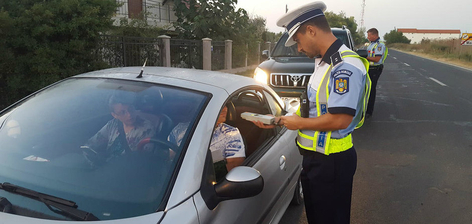 SURPRIZA CARE II AVANTAJEAZA PE SOFERI: Te poate opri sau nu politistul rutier fara motiv in trafic?