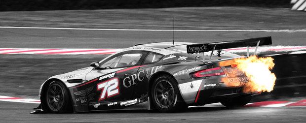 Take a picture: Aston Martin DBR9 in flacari!