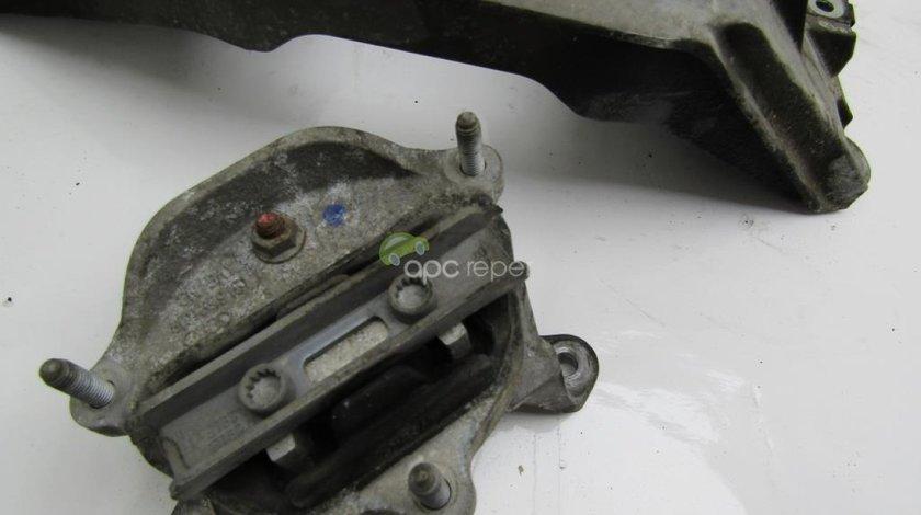 Tampon cutie Audi A6 4G 2.0 TDI an 2011 cod 8K0399151