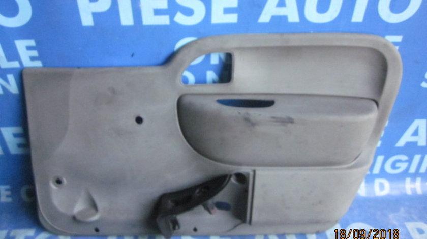 Tapiterie Renault Kangoo; 8200357832 // 82003578847 (portiera)