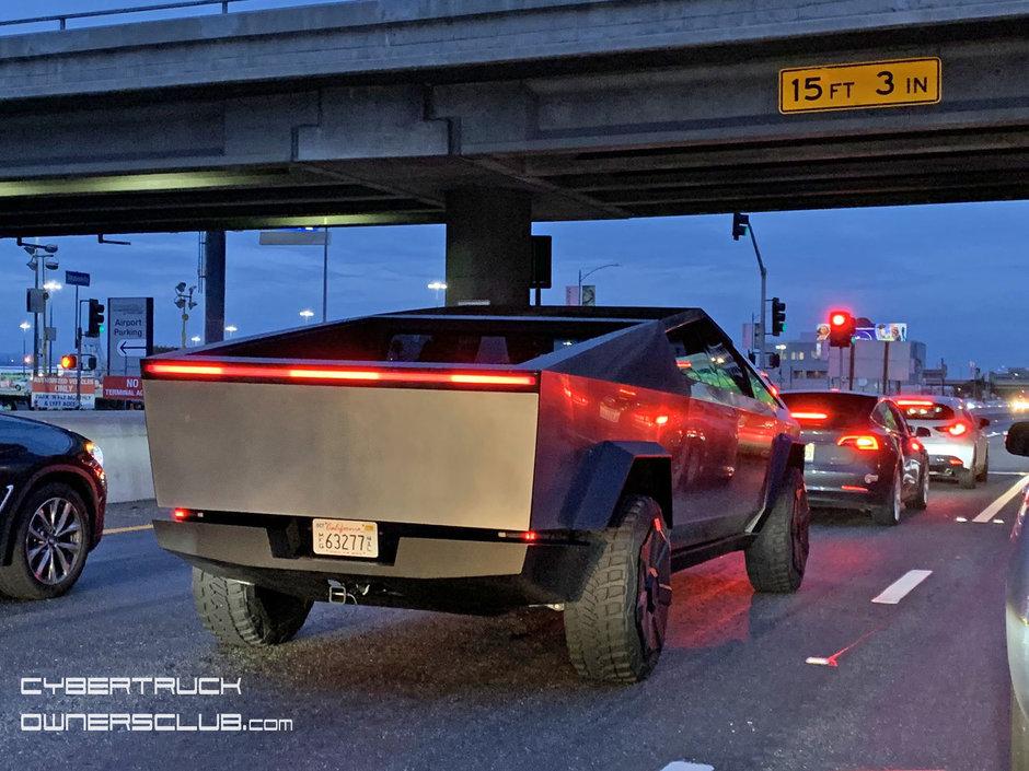 Tesla Cybertruck in trafic