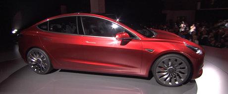 Tesla Model 3 are un succes nebun. Au fost deja comandate peste 325.000 de masini!
