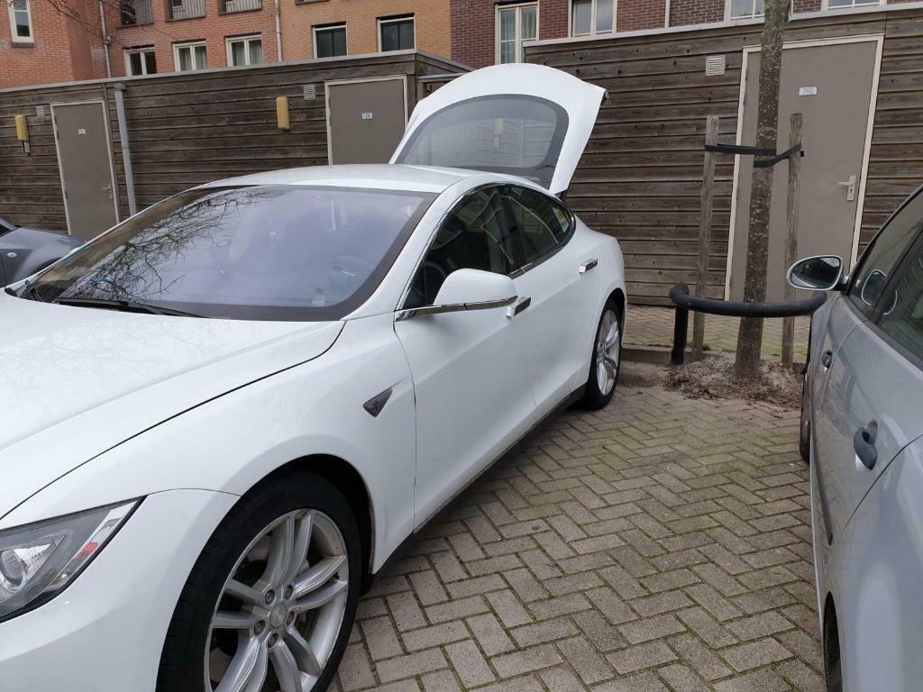 Tesla Model S cu 527.000 km - Tesla Model S cu 527.000 km
