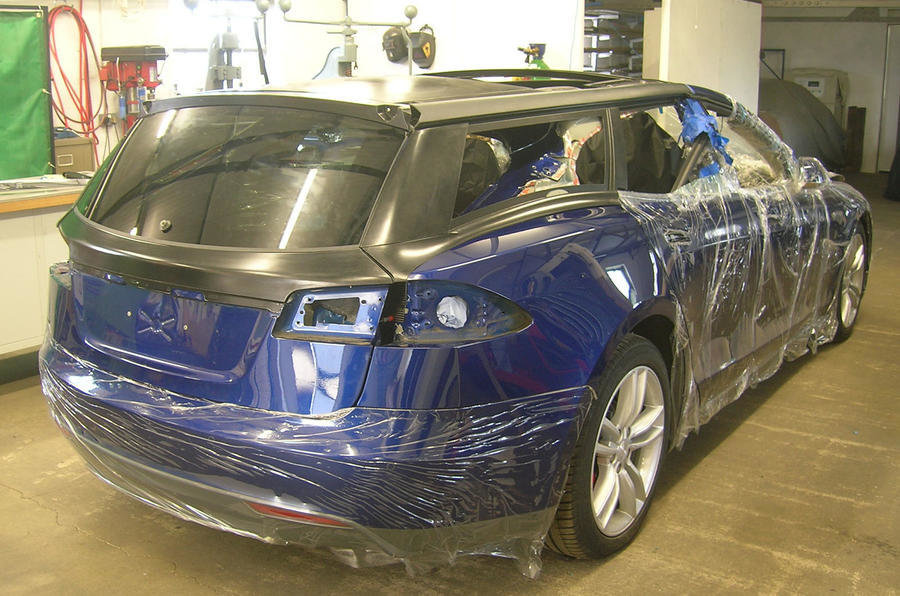 Tesla Model S tranformata in break