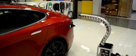 """Tesla prezinta """"Sarpele de Fier"""" pentru incarcare automata a masinii"""