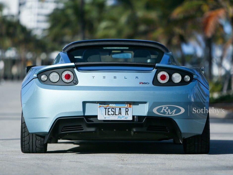 Tesla Roadster de vanzare
