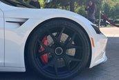 Tesla Roadster pe alb