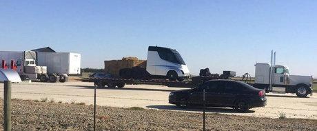 TESLA socheaza lumea din nou. Compania americana lanseaza luna aceasta un... cap tractor complet electric