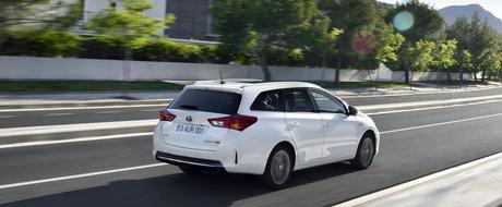 Test Drive Toyota Auris Touring Sports: hibridizare break