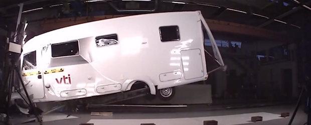 TESTUL pe care Euro NCAP nu il va face niciodata: Uite cum (NU) rezista la impact o autorulota!