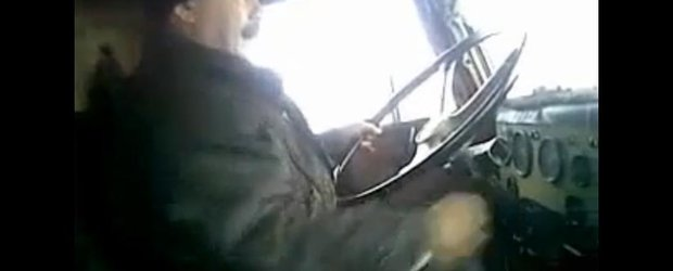 Testul suprem ca sa devii barbat: schimbatul vitezelor la un camion rusesc