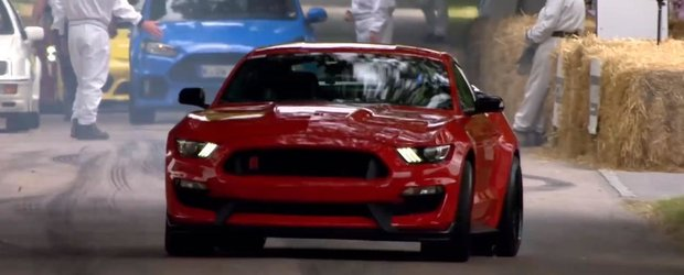 The Stig conduce zgomotosul Ford Mustang GT350R la Goodwood