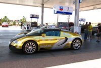 Click image for larger version  Name:Just another gold Veyron! FLY.jpg Views:226 Size:2.22 MB ID:937945