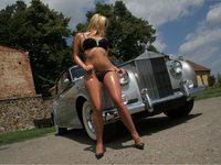 Click image for larger version  Name:Rolls_Royce_hot_Babe_11278.jpg Views:363 Size:194.6 KB ID:1166018