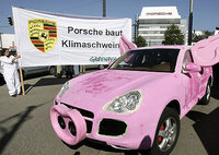 Click image for larger version  Name:porsche-cayenne-pink-pig-greenpeace.jpg Views:413 Size:50.7 KB ID:906757