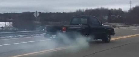 Ti-a fost frica sa incerci cu masina ta? Asta se intampla daca bagi in marsarier la 70 km/h