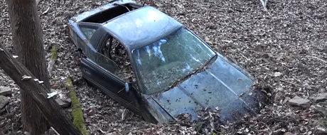 Tipul asta gaseste o Toyota Supra parasita in muntii Japoniei, posibil abandonata de un drifter