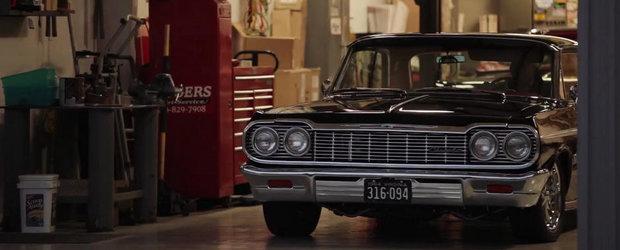Tipul asta iubeste atat de mult Impala incat pastreaza mereu cate 2 in garaj