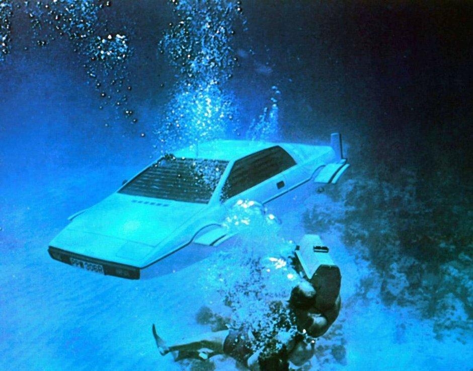 Topul masinilor conduse de James Bond scoase la licitatie
