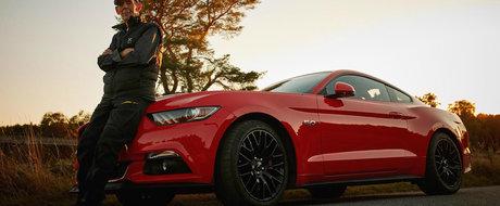 Tot respectul pentru el: La 97 de ani conduce un Mustang cu motor V8!