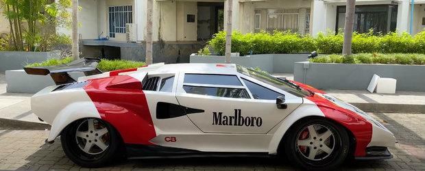 Toti intorc capul dupa masina lui, crezand ca este un Lamborghini Countach. De fapt el conduce o...Hyundai
