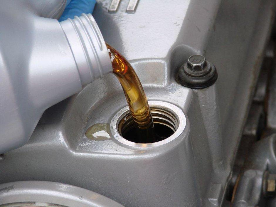Totul despre uleiul de motor: clasificari, probleme, intrebari frecvente