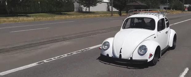 Totul pare normal, pana deschizi capota. Ce ascunde aici acest Volkswagen Beetle din 1965