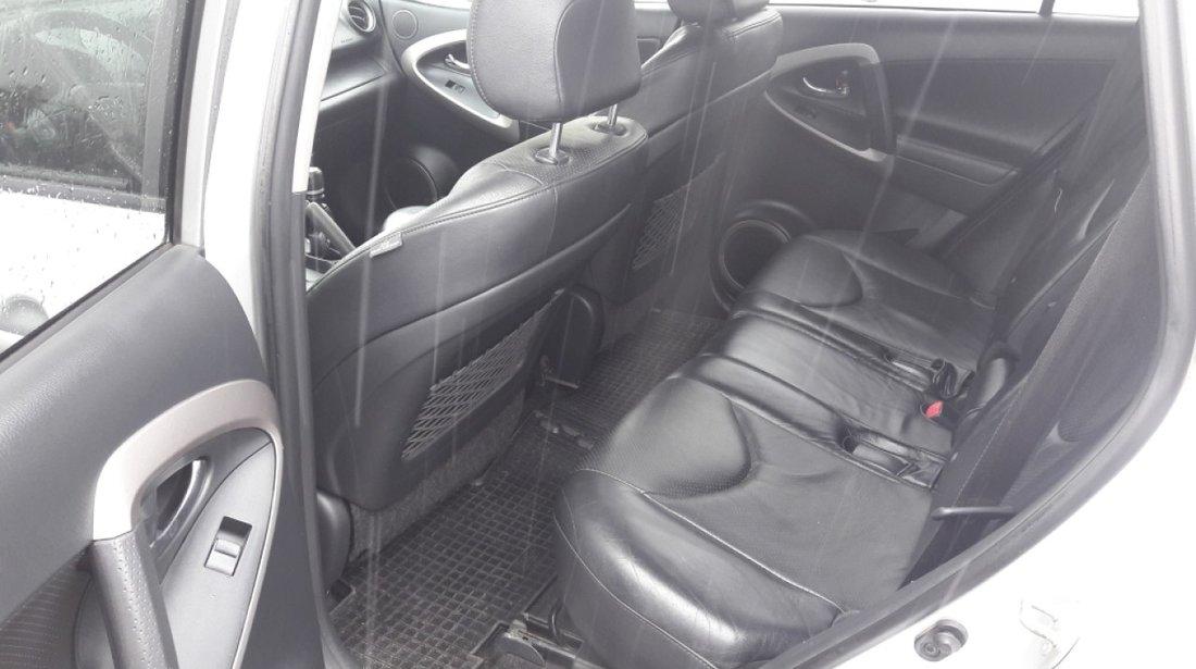 Toyota RAV-4 2,2 2007
