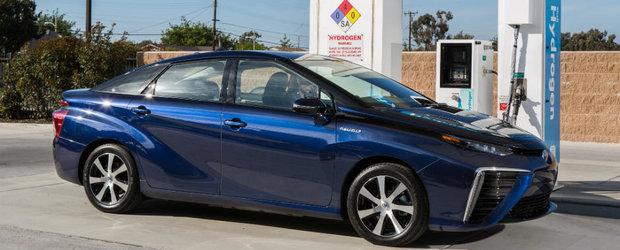 Toyota se misca in reluare. Japonezii prind ultimii trenul spre masinile electrice traditionale