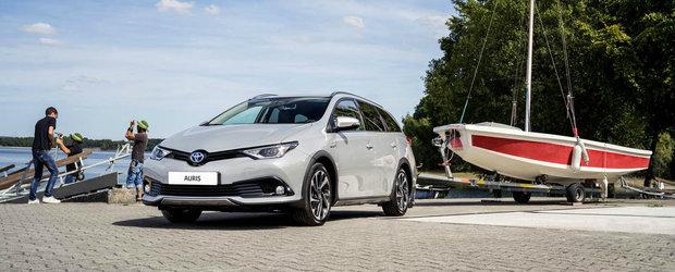 Toyota urmeaza modelul rivalilor si prezinta un Auris break cu elemente specifice crossover-elor