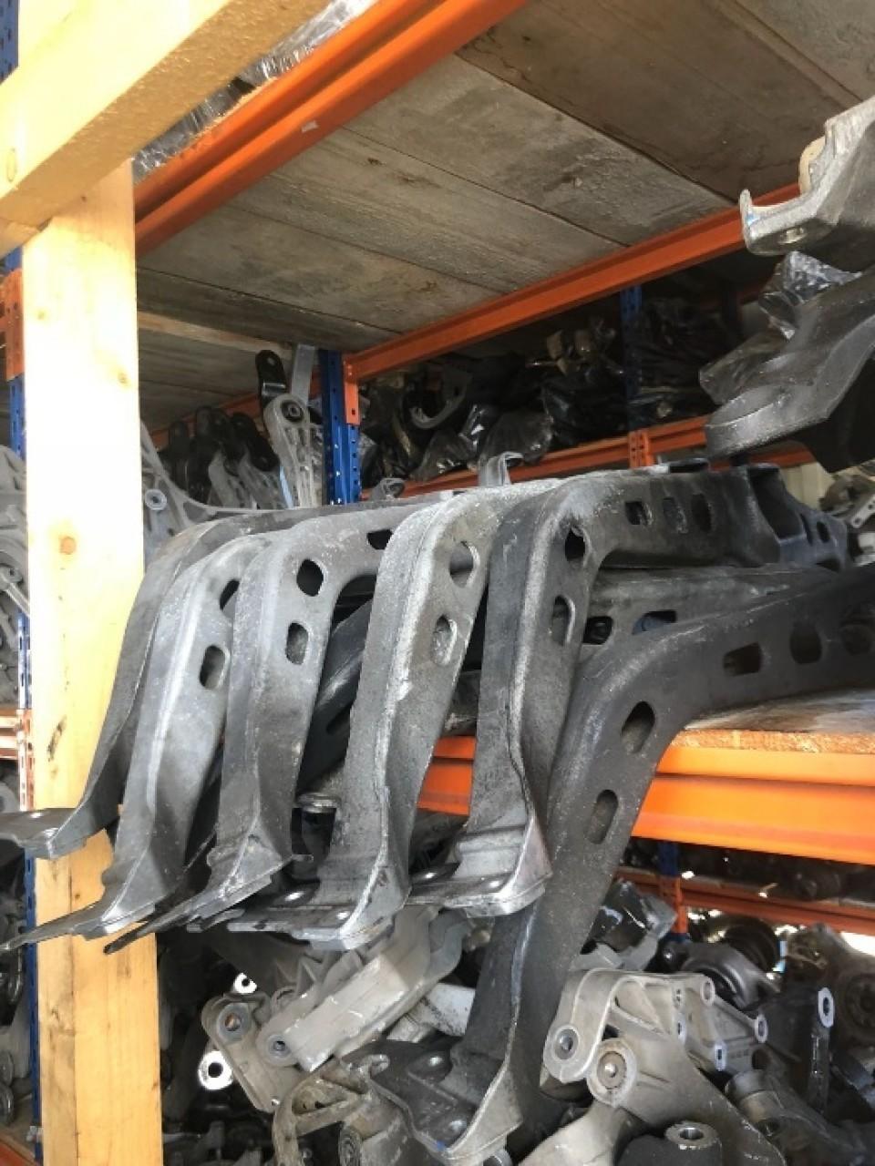 Traversa Trager Audi A4-A5-A6 Q5