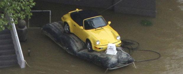 Tu ce ai face ca sa-ti salvezi masina de la inec?