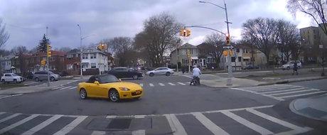 Tu ce faci cand te plictisesti la semafor? El a ales sa faca asta