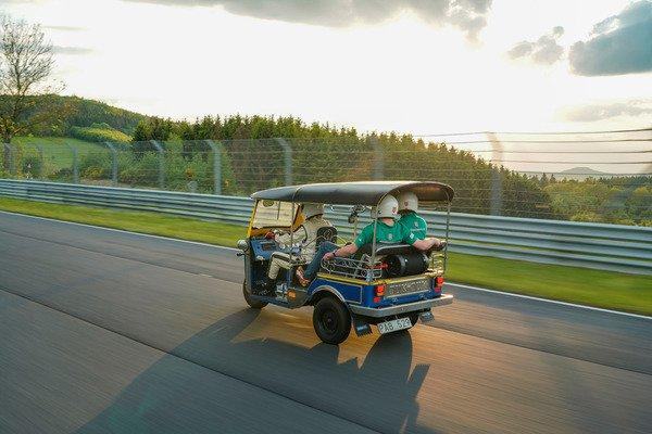 Tuk-Tuk pe Nurburgring - Tuk-Tuk pe Nurburgring