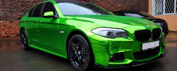 Tuning de Rusia: BMW Seria 5 imbracat in folie verde... cromat