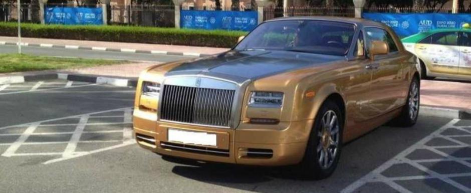 Uite cu ce masini vin la facultate studentii din Dubai!